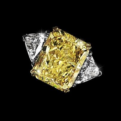 Кольцо с центральным бриллиантом 0,5